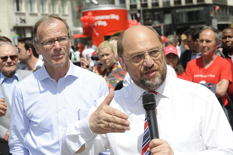 Martin Schulz und Eugen Freund werben am Stephansplatz für Kurswechsel am 25. Mai