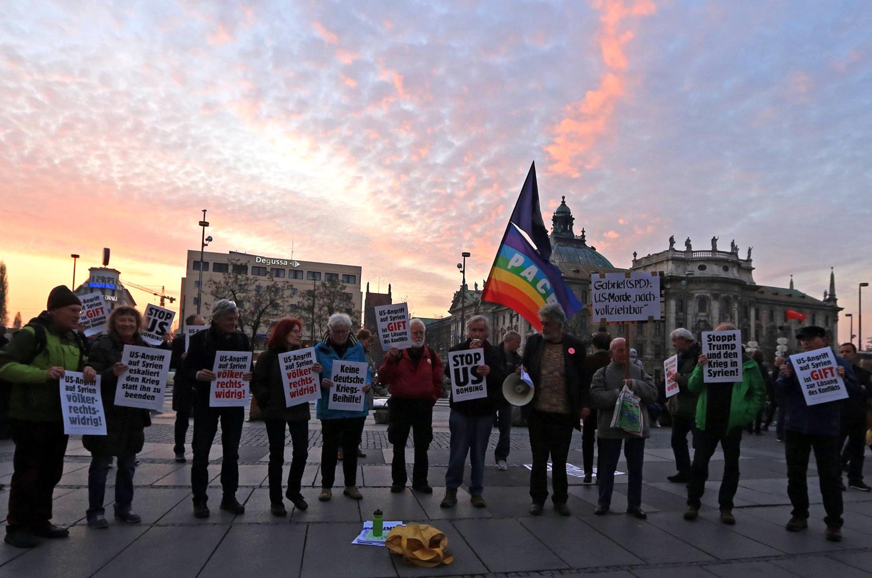 Bearb-Stachus-05-Kundgebung gegen US-Angriff auf Syrien am 7 April 2017_von Alex-lintension