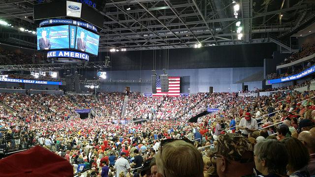 Umkämpfte Halbzeitwahlen in den USA – hat Trump Grund zum Zittern?