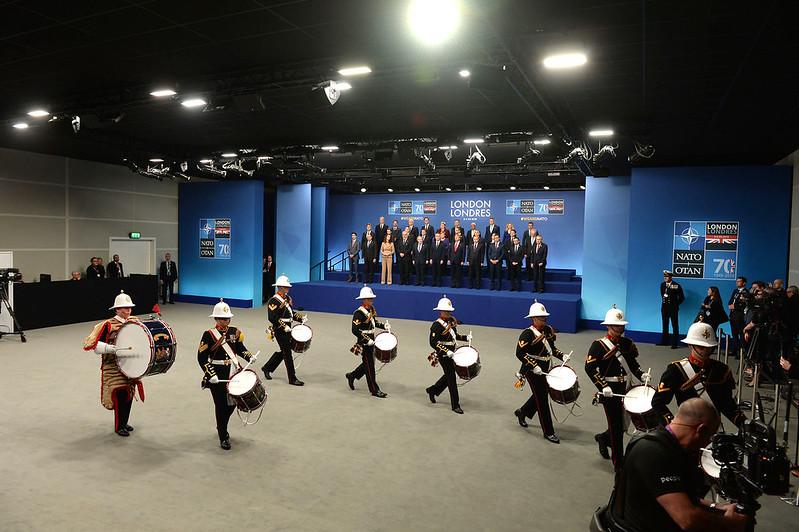 """Londoner NATO-Gipfel: Weder """"obsolet"""" noch """"hirntot"""" – sondern auf Kriegskurs"""